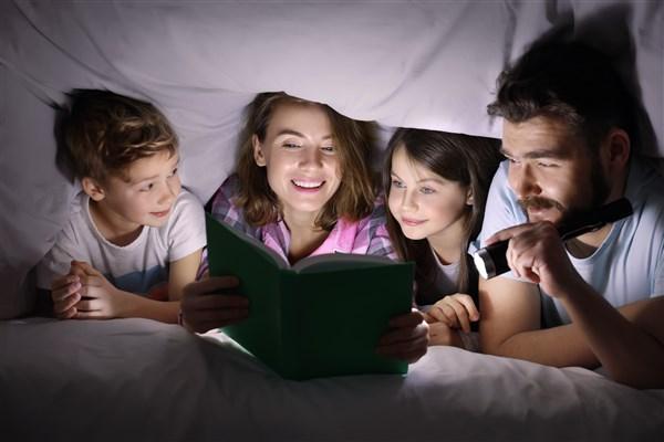 הקראת סיפור חוויה משפחתית